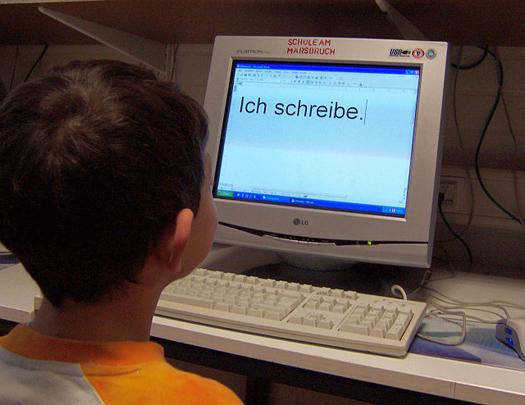 Schüler bei der Arbeit am Computer