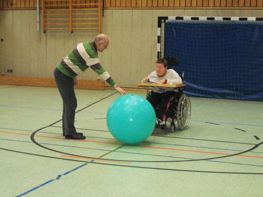 Rollstuhlsport in der Turnhalle
