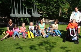 Foto der Vorschulgruppe beim Picknick im Zoo