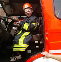 Foto eines Schülers der Vorschulgruppe im Feuerwehrauto