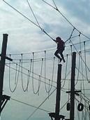 Foto einer Schülerin in der Höhenschaukel