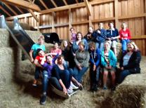 Foto der Klasse 5-7 mit ihren Lehrerinnen und Betreuerinnen
