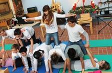Foto der Klasse 5-7 bei ihrer Akrobatikvorführung