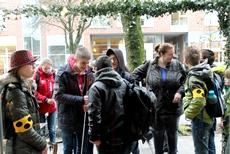 Foto der Schülerinnen und Schüler der Klassen 5-10 auf dem Hinweg nach Hiltrup