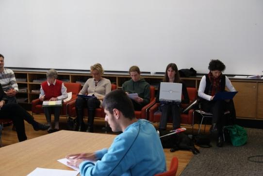 Die Jury sitzt seitlich vom Leser.