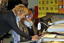Foto einer Besucherin mit Simulationsbrille