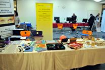 Foto der Ausstellung von Hilfsmitteln und Lernmaterialien