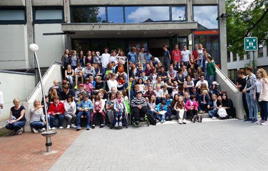Gruppenbild der beteiligten Schülerinnen und Schüler des Pelizaeus-Gymnasiums und der Pauline-Schulle