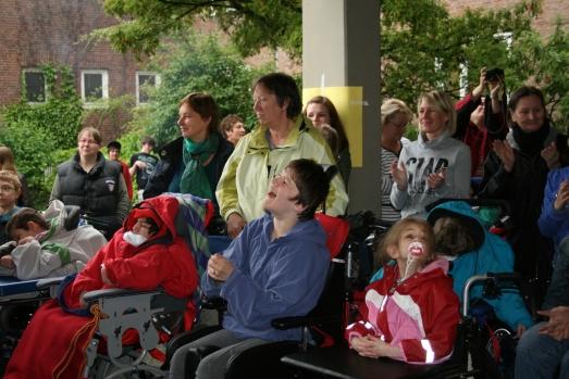 Die begeisterten Zuhörer bei der Eröffnung