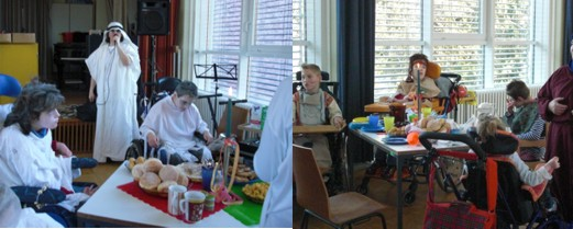 verkleidete Schülerinnen und Schüler beim Frühstück