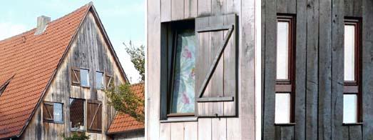 Unterschiedliche Fenstergrößen und -teilungen mit und Ohne Klappladen in Gebäuden mit Holzverschalungen