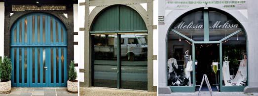 Toröffnungen in Fachwerkgebäuden mit unterschiedlichen Holz-Glas-elementen