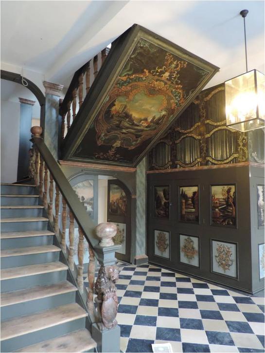Die Treppenanlage nach der Restaurierung; auch der Bodenbelag wurde gereinigt und bearbeitet. Foto: LWL/Kretzschmar 2019 (vergrößerte Bildansicht wird geöffnet)
