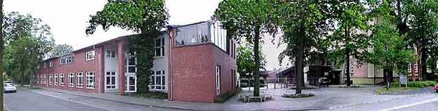 Die Christy-Brown-Schule von der Hofstraße aus fotografiert