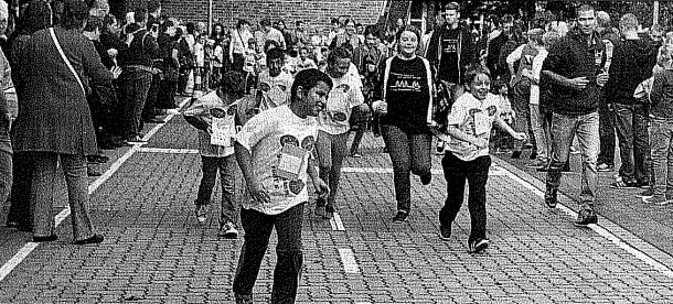 Schüler laufen für den Sponsorenlauf