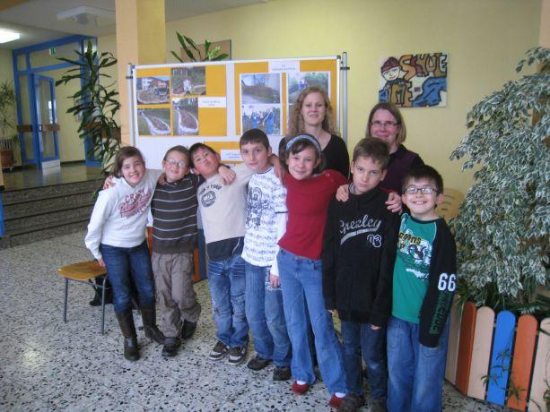 Die stolze Mannschaft bei der Preisverleihung in der Almeschule.