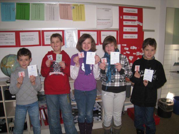 Niclas, Benjamin, Samantha, Noel und Jannik haben´s geschafft: Hier sind ihre Abzeichen!