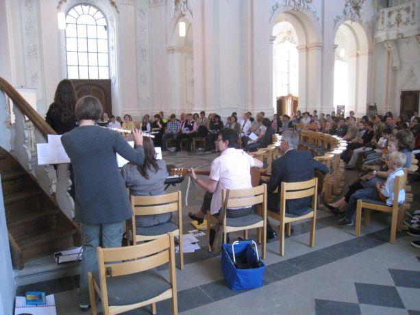 Die Abschlussfeier begann mit einem Gottesdienst in der Jesuitenkirche.