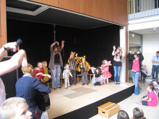 Schon die kleinsten aus dem Kindergarten wagten sich mit ihrem Spiel auf die Bühne.