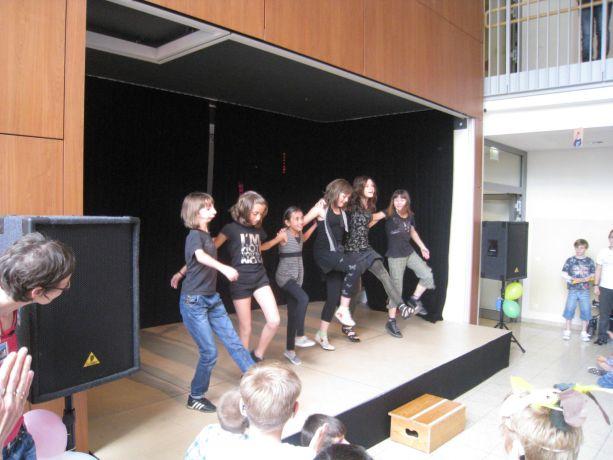 Diese Mädchen zeigten einen selbstgewählten Tanz.