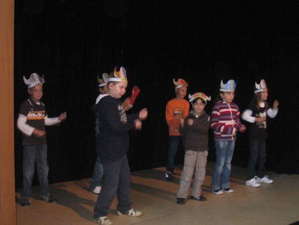 Klasse 3 präsentiert ihren Wicki-Tanz