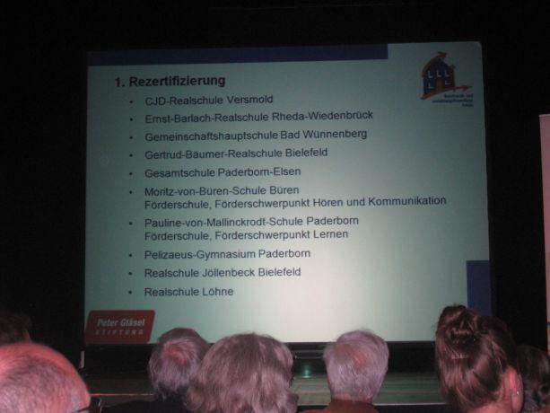 Die Moritz-von-Büren-Schule inmitten der aufgelisteten Preisträger.