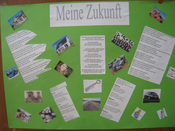 """Die Abschlussschüler präsentieren eigene Gedichte zum Thema """"Meine Zukunft""""."""
