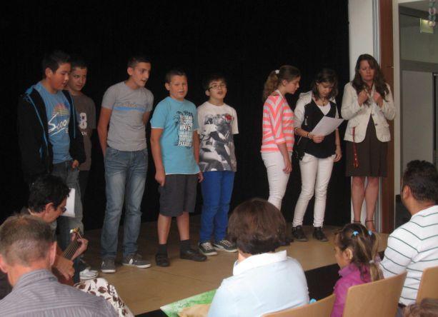 """Die Schüler der Klasse 7 interpretieren gekonnt das Lied """"Dieser Weg ...""""."""