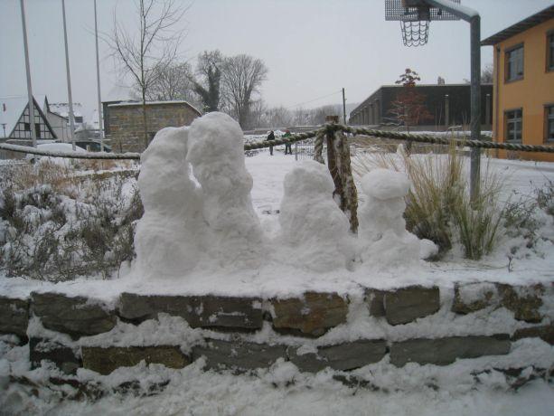 Eine Schneemann-Familie