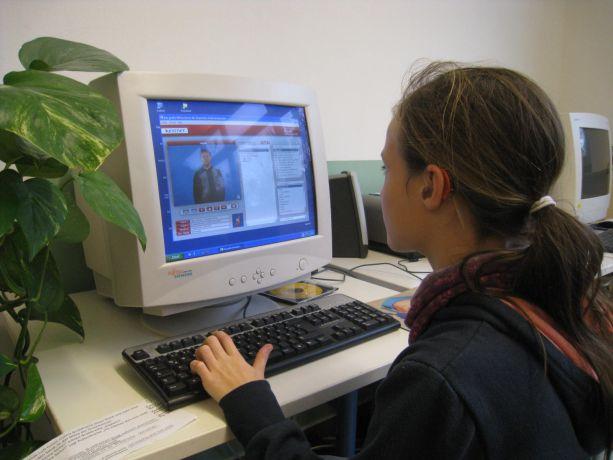 Gebärden bestehen aus Bewegungen, diese können mit dem Computer gut dargestellt werden.