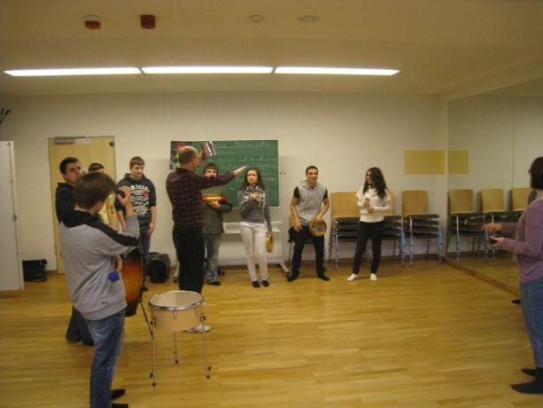 Musik und Bewegung sind wesentliche Kommunikations- und Ausdrucksmittel.