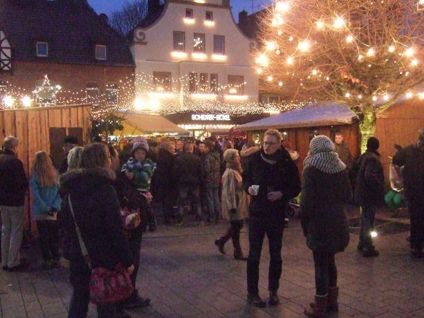 Am Sonntag fanden sich besonders viele Besucher auf dem Markt ein.