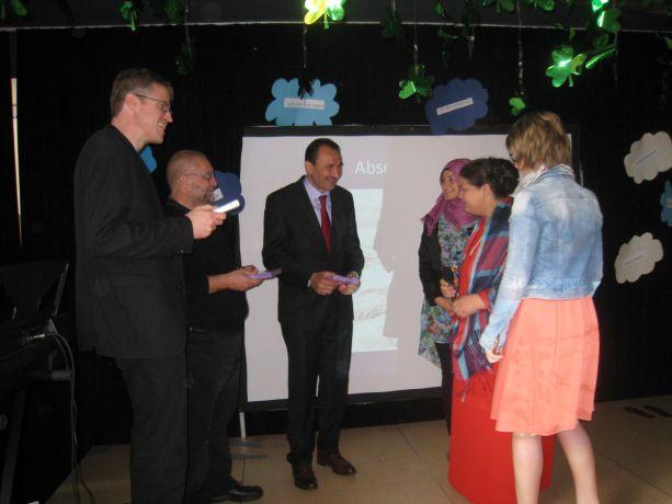 Die Schüler bedanken sich bei den drei Religionsvertretern für die Beteiligung an dieser Feier.