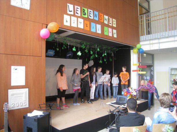 Klasse 5 überrascht mit einem Vortrag in Gedichtform.