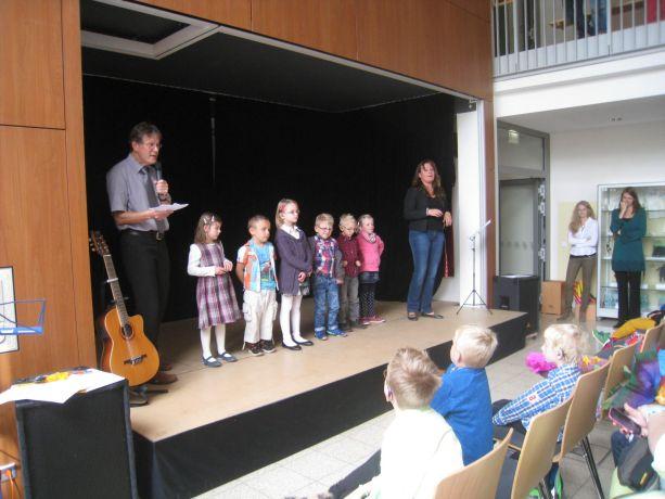 Die Neuen aus Klasse 1 werden vorgestellt – hier die ersten sechs Kinder.