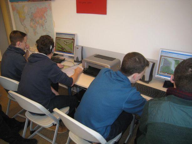 Auch Spielen kann gesund sein – hier mit Umwelt-Spielen am Computer.