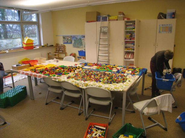Im Betreuungsraum mussten während der Projektwoche alle Spielsachen gereinigt werden.