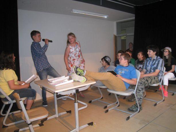 Klasse 6 zeigt, wie Unterricht in einer chaotischen Klasse ablaufen kann.