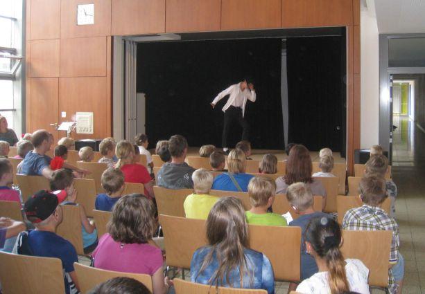 Dann tritt Christian als Michael Jackson auf die Bühne.