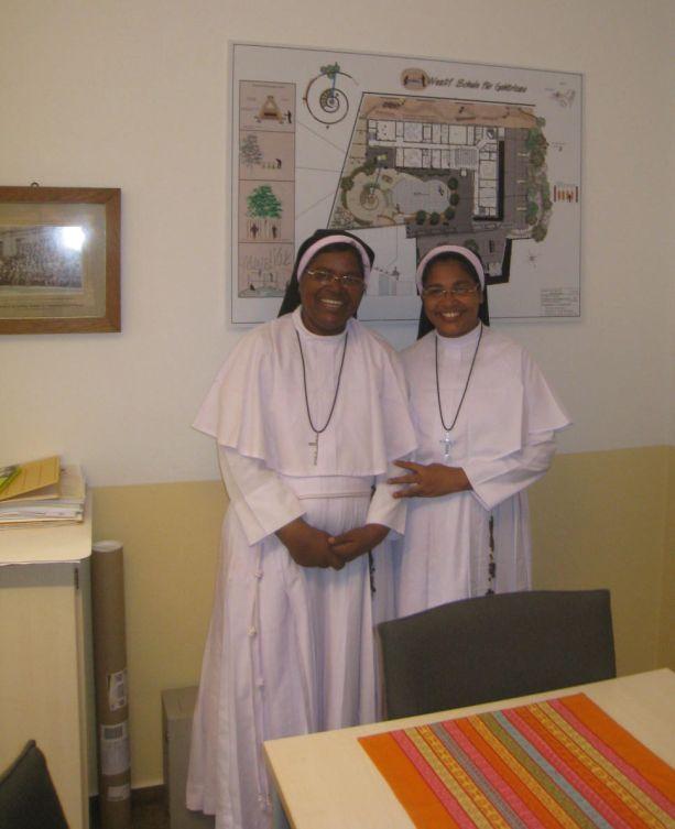 Schwester Phincitta und Schwester Abhaya aus Indien