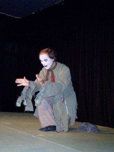 JOMI zeigt seine Kunst in vier verschiedenen Vorführungen.