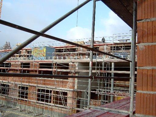 Vom ersten Stock ein Blick auf die Arbeiten am Dach