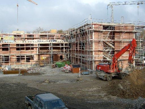 Und hier wieder ein Blick über den Schulhof auf den Eingangsbereich.