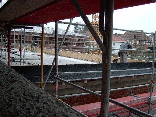 Hier ein erster Blick auf das später begrünte Terrassendach.