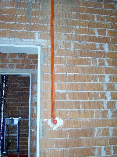 Leerrohre (keine Lehrrohre) für Stromkabel in den Wänden