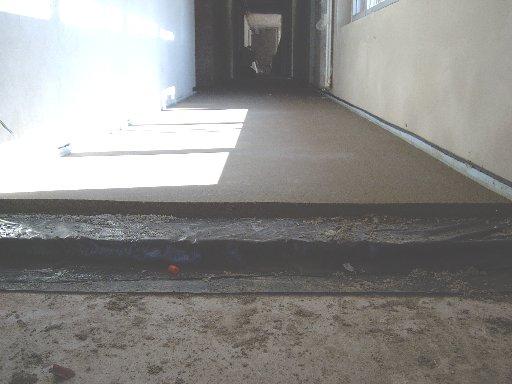 Hier sieht man, dass der Boden mehrschichtig aufgebaut ist.
