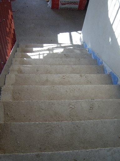 So sieht eine Treppe in rohem Zustand aus.