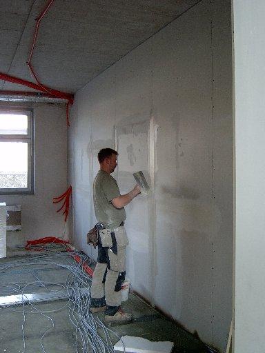 Viele Wände müssen verputzt werden.