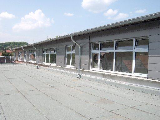 Die Dachterrasse sieht schon ordentlich und aufgeräumt aus.