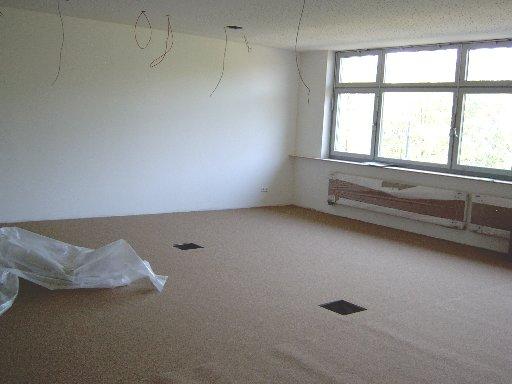 Ein Teppich macht den Klassenraum nicht nur wohnlicher, sondern dient natürlich in erster Linie der Schalldämpfung.
